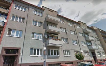 ZĽAVA  - Veľký tehlový 3 izbový byt 86 m2,  širšie centrum B. Bystrica, Cena 118 000€