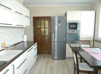 REZERVOVANÝ!EXKLUZÍVNE predáme pekný 3-izb. byt v Seredi