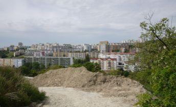 Stavebný pozemok 2.000 m² na 2 RD - kondomínium, Staré Grunty BA IV