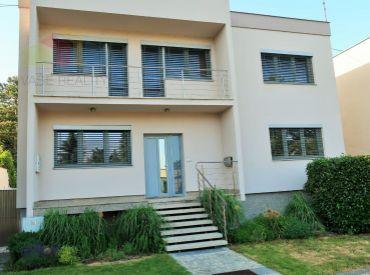 Piešťany - Štýlová vila s luxusnou terasou a krásnou záhradou