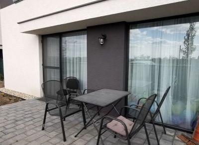Moderný 3-izbový mezanín s predzáhradkou a vyhradeným parkingom