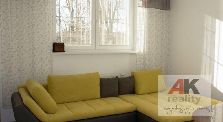 Predaj 4 izbový byt Most pri Bratislave, Bratislavská ulica