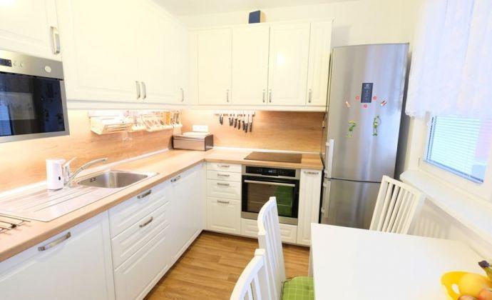 ODPORÚČAME:  4i zrekonštruovaný byt  s priestrannou lodžiou