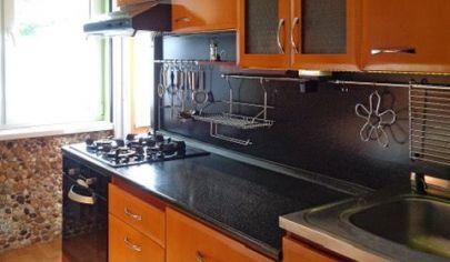 REALFINN  Ponúkame Vám na predaj veľmi pekný, prerobený, trojizbový byt v Tvrdošovciach.