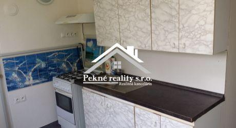 Predaj 2 izbového bytu s balkónom, garážou a záhradkou vo Zvolenskej Slatine