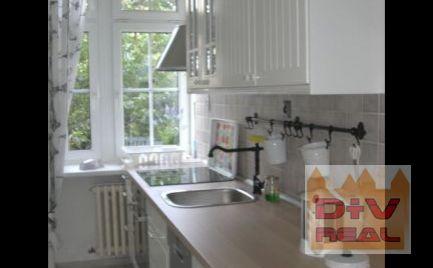 D+V real ponúka na predaj: 3 izbový byt, lokalita Palisády, Staré Mesto, Bratislava I, vysoké stropy, vhodný na bývanie aj ako sídlo notára, poradne a pd.