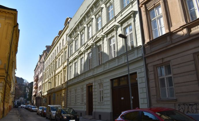 2-izbový nebytový priestor-apartmán v novostavbe na Podjavorinskej ulici, možnosť zakúpenia parkingu