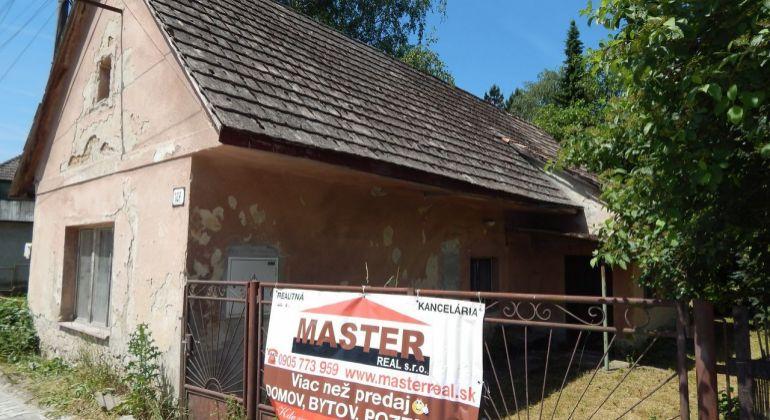 Exkluzívne-Na predaj 2 izbový rodinný dom aj s drevenicou 880 m2 Prievidza, Kľačno