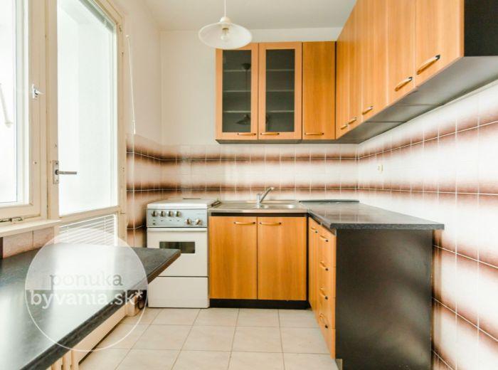 PREDANÉ - RAČA, 2-i byt, 54 m2 - BEZPROBLÉMOVÉ parkovanie, bývanie podľa VLASTNÝCH PREDSTÁV, ticho