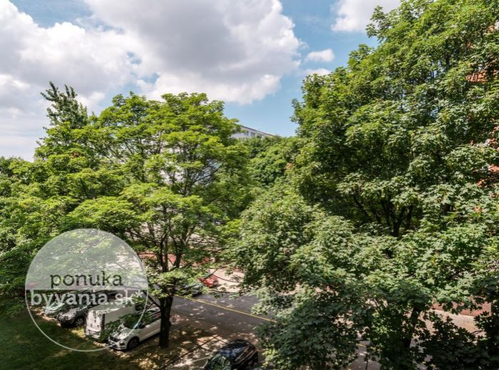 REZERVOVANÉ - J. CÍGERA-HRONSKÉHO, 2-i byt, 58 m2 - BALKÓN aj LOGGIA, tichá lokalita, kúsok od RAČIANSKEHO MÝTA