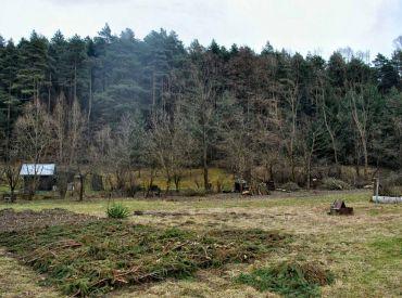 Pozemok POD LESOM  na okraji mesta, 1250 m2,