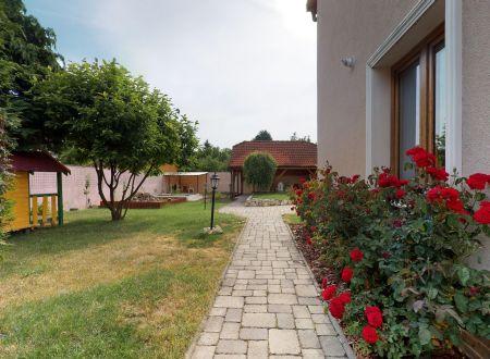 Veľkorysý rodinný dom /pozemok 723 m2, bazén/  Piešťany