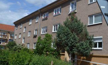 Exkluzívne! Predaj 3 - izbový byt s celkovou výmerou 82 m2 v tichej lokalite na Starom sídlisku v Prievidzi.