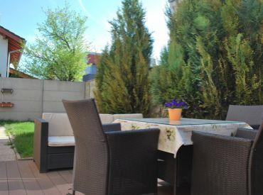 5-izbový rodinný dom so záhradkou v perfektnej lokalite na začiatku Rovinky