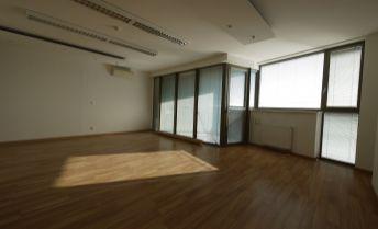 Kancelárske priestory / apartmán s klimatizáciou Daikin 76,90 m2 + balkón 6,57 m2 vo Vienna Gate, 9.posch., možnosť parkovania