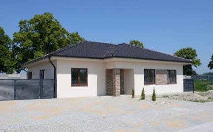 NADŠTANDARDNÉ BÝVANIE! - Rodinné domy v Dunajskej Strede