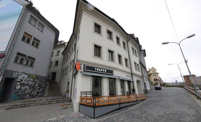 Kancelárske priestory s klimatizáciou o výmere 215,10 m2, pod Bratislavským hradom, Zámocké schody