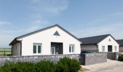 APEX reality ponúka novostavbu slnečného 5 izbového rodinného domu, Kamenný mlyn Trnava