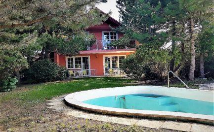 NA PREDAJ priestranný rodinný dom 280 m² , pozemok 10á - veľká záhrada a bazén