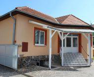 Predaj krásneho domu blízko centra v Lučenci s druhým domom vhoným na podnikanie