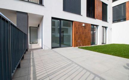 DOM-REALÍT ponúka, Nový veľký 4- izbový byt (168,3m2) s predzáhradkou, krásnym výhľadom  a parkovacím státím v cene