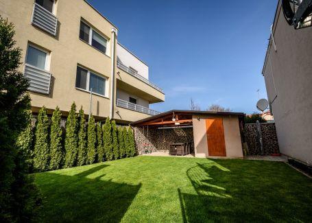 Krásny 4 izbový byt so záhradou v Rovinke