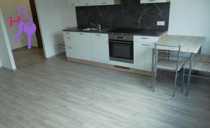 Na predaj 2 izbový byt  po kompletnej rekonštrukcii na ul. Milana Marečka v  DNV