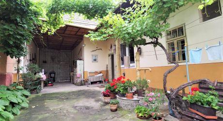 Na predaj rodinný dom 2+1, záhrada, 1.165 m2, Podolie