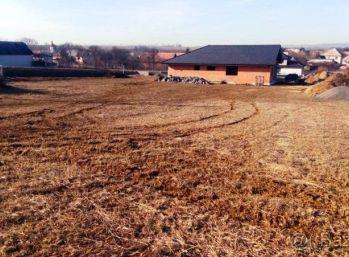 VEĽKÁ VES -  Stavebný pozemok 897 m2 pripravený na stavbu domu.