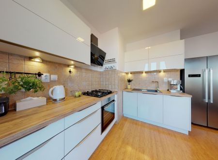 Pekný 3 izbový byt /vlastné kúrenie, veľká terasa, klimatizácia/ Piešťany