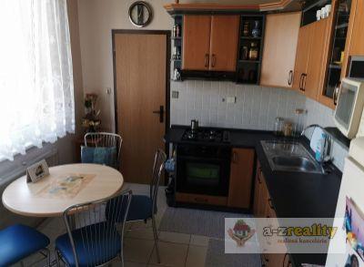 2827 Na predaj veľký 3-izb.byt v Nových Zámkoch