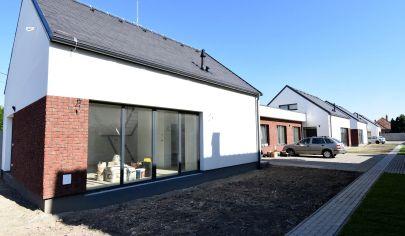 SKOLAUDOVANÉ-Predaj 4 izbový byt-súčasť dvojdomu, v Šamoríne so záhradkou a dvomi parkovacími miestami, BYT 2B