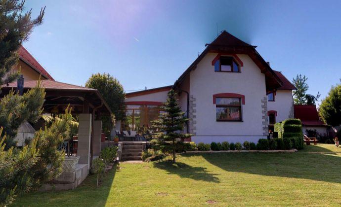 Znížená cena!!! Ponúkame výnimočné bývanie v rekonštruovanom rodinnom dome s budovou starého mlyna, Trenčianske Stankovce