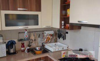 Znížená cena - pekný, komplet zrekonštruovaný a zariadený 2 - izbový byt.