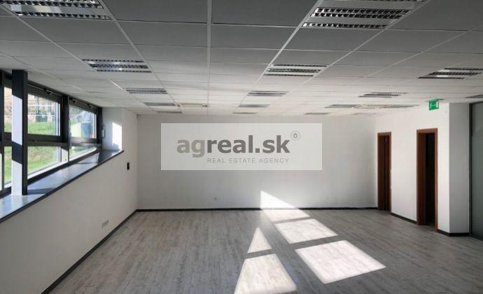 Kancelársko-obchodné priestory 111 m2 novostavba Smrečianska ulica, vrátane 4 parkovacích miest