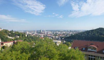 Hľadám pre klienta  3 - 4  izbový byt v Bratislave - Karlova Ves, Kramáre, Ružinov