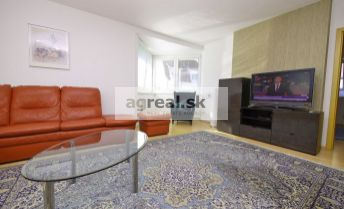2-izbový zariadený byt s terasou a garážou, v mestskej vile Tichá ulica, BA I