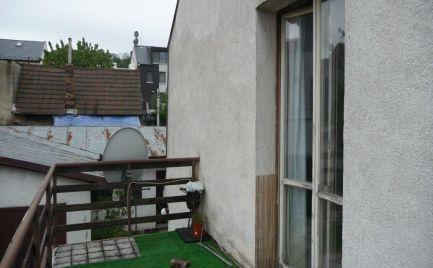 Ponúkame na predaj starší rodinný dom - potrebná rekonštrukcia, dvojpodlažný, nepodpivničený, vr. 1969 pristavená dvojgaráž sdielňou akomorou, lokalita Patrónka pri Horskom parku, ulica Valašská.