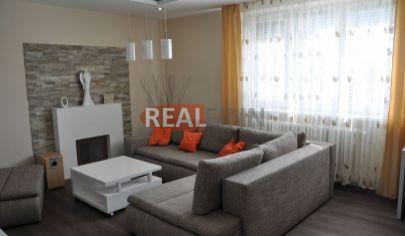 Realfinn- EXKLUZÍVNE predaj -4 izbový byt v štvorbytovke s garážou a záhradkou Nové Zámky
