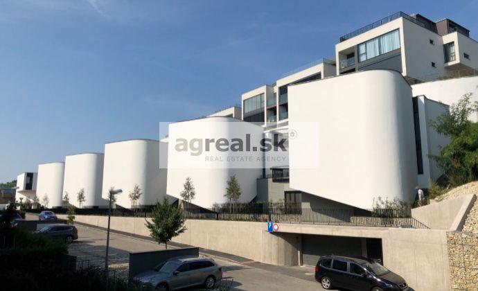3-izbový byt (98,20 m2) so záhradou (42,50 m2), v 3-podlažných domoch - mestské vily na Varte - novostavba Koliba