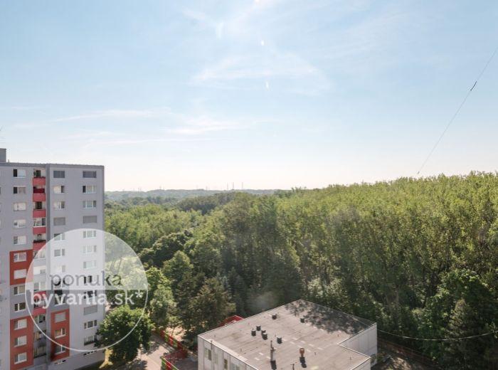 PREDANÉ - BRADÁČOVA, 3-i byt, 64 m2 - LES, kompletná REKONŠTRUKCIA, nepriechodné izby, MESAČNÉ NÁKLADY 120 EUR
