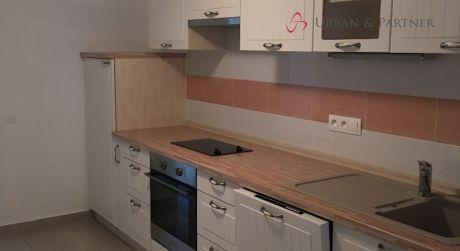 Prenájom 1,5 izbového bytu v rod. dome so sam. vchodom na Lesnej ulici pri Horskom parku