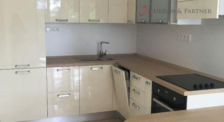 Prenájom 3 izbového bytu v rod. dome so samos. vchodom a garážou na Lesnej ulici pri Horskom parku