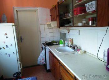 Vajanského - 1-i byt 38 m2 PLASTOVÉ OKNÁ, nové dvere