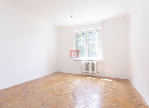 PREDANÝ- Na predaj priestranný 3 izbový byt s možnosťou prerobenia na 4 izbový