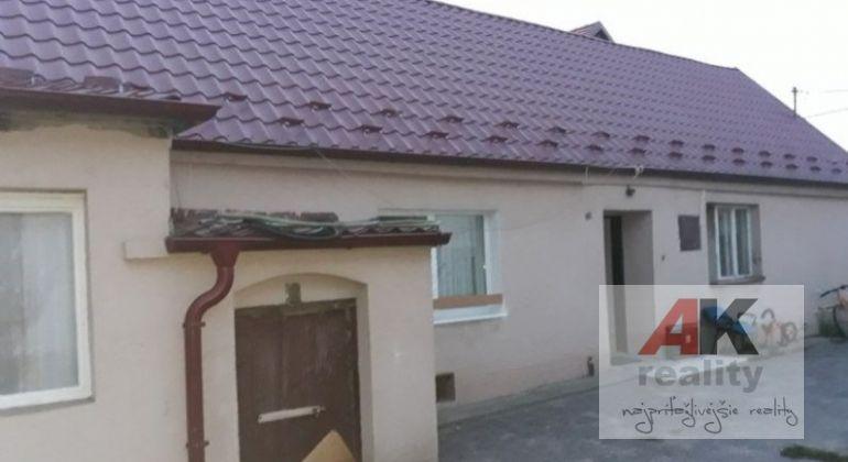 Predaj 3 izbový dom Bratislava-Záhorská Bystrica, ulica Československých tankistov