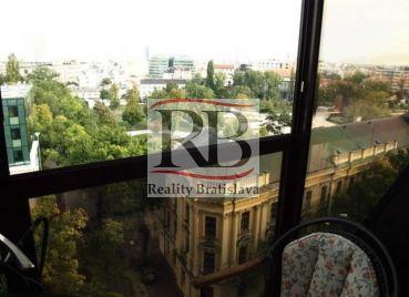 Nadštandardný 4-izbový byt na Štefánikovej ulici