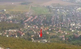 VYHĽAD - SÚKROMIE   VYNIMOĆNÝ POZEMOK NITRA - ZOBOR  2260 m2