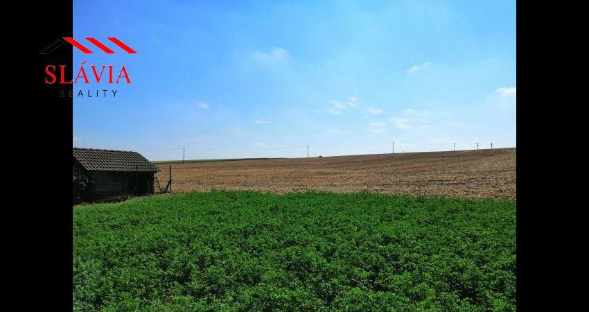 Veľký stavebný pozemok (3611m2) v intraviláne obce Prašice na predaj - 29500€