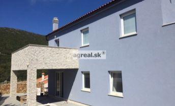 Novostavba 2- poschodového domu s bazénom na ostrove Lošinj v Chorvátsku